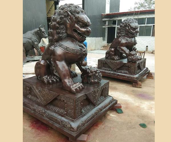 大型铸铜狮子
