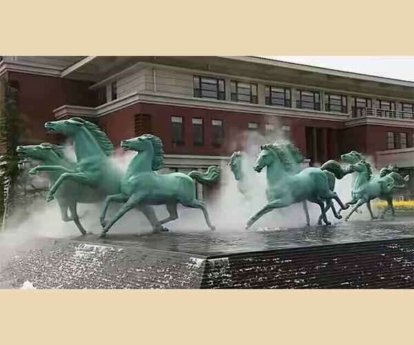 八骏马雕塑